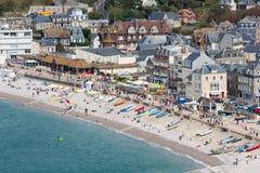Spiaggia di vista aerea e passeggiata di Etretat in Normandia, Francia Fotografia Stock
