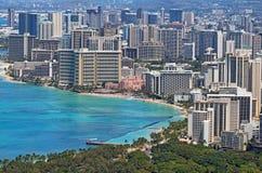 Spiaggia di Waikiki e l'orizzonte di Honolulu, Hawai Fotografia Stock