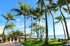 Spiaggia di Waikiki il giorno soleggiato Fotografia Stock Libera da Diritti