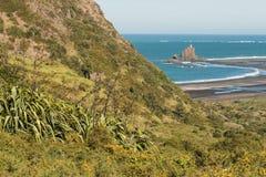 Spiaggia di Whatipu alle gamme di Waitakere fotografia stock libera da diritti