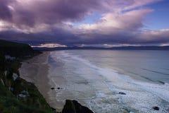 Spiaggia in discesa Immagine Stock