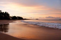 Spiaggia dorata Maui Hawai di Keawakapu di tramonto Fotografie Stock Libere da Diritti