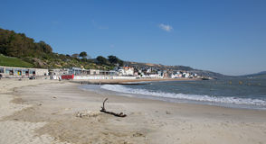 Spiaggia Dorset Inghilterra Regno Unito di Lyme Regis un bello di calma giorno ancora sulla costa giurassica inglese Fotografia Stock Libera da Diritti