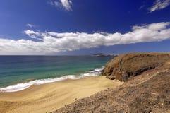 Spiaggia e Ajaches del turchese di Lanzarote Papagayo in isole Canarie Fotografie Stock Libere da Diritti