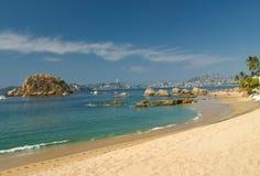 Spiaggia e baia di Acapulco Fotografia Stock Libera da Diritti