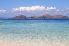 Spiaggia e bello mare tropicale Fotografie Stock