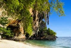 Spiaggia e caverna di Phra Nang a Railay Immagini Stock