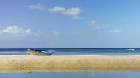 Spiaggia e cielo Immagine Stock Libera da Diritti