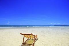 Spiaggia e cielo blu del mare Fotografia Stock Libera da Diritti