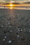 Spiaggia e cielo di tramonto Fotografie Stock