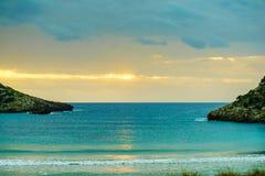 Spiaggia e cielo di Voidokilia del Greco dopo il tramonto Immagini Stock Libere da Diritti