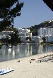 Spiaggia e costruzioni a Majorca Fotografia Stock