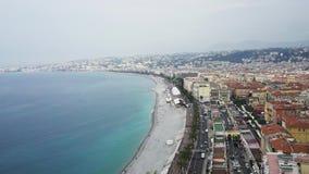 Spiaggia e mare calmo in Nizza, Francia video d archivio