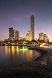 Spiaggia e mare della città di Pattaya nella penombra Fotografie Stock