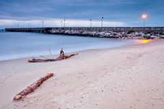 Spiaggia e pilastro Fotografie Stock Libere da Diritti