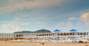 Spiaggia e pilastro Fotografia Stock