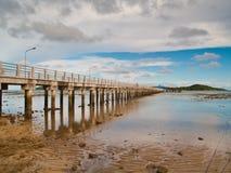 Spiaggia e pilastro Immagine Stock Libera da Diritti