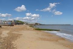 Spiaggia e pilastro di Felixstowe che buildling durante la costruzione Fotografia Stock Libera da Diritti
