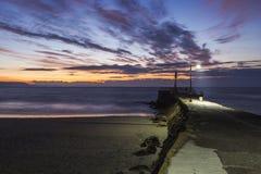 Spiaggia e pilastro di Looe prima di alba Fotografie Stock Libere da Diritti