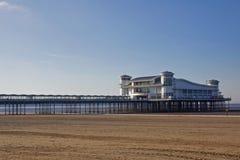 Spiaggia e pilastro in EarlyMorning Immagine Stock Libera da Diritti