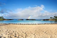 Spiaggia e Rainbow, Hawai Fotografie Stock Libere da Diritti