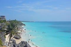 Spiaggia e rovine di Tulum Immagini Stock Libere da Diritti