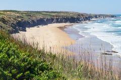 Spiaggia e scogliere in Almograve Immagini Stock Libere da Diritti