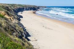 Spiaggia e scogliere in Almograve Fotografie Stock Libere da Diritti