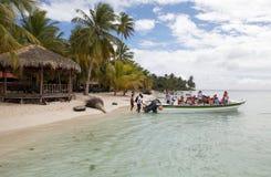 Spiaggia e turisti immagini stock