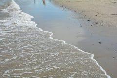 Spiaggia e Wave Fotografia Stock Libera da Diritti