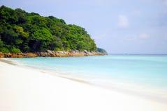 Spiaggia ed oceano blu Immagini Stock Libere da Diritti