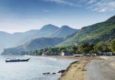 Spiaggia esotica tropicale della linea costiera di Dili nel Timor Est Fotografia Stock