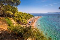 Spiaggia famosa del ratto di Zlatni in Bol, isola Brac, Croazia immagine stock