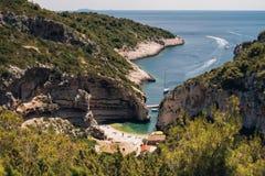 Spiaggia famosa di Stiniva Immagini Stock Libere da Diritti