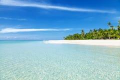 Spiaggia fantastica del turchese con le palme e la sabbia bianca Fotografia Stock