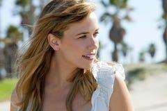 Spiaggia femminile elegante Fotografia Stock Libera da Diritti