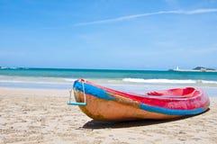 Spiaggia in giorno di estate Immagini Stock Libere da Diritti