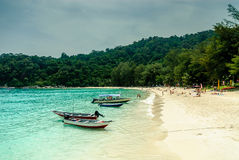 Spiaggia idilliaca in Malesia immagine stock