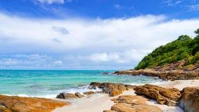 Spiaggia idillica di scena Fotografie Stock