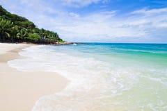 Spiaggia idillica di scena Fotografia Stock