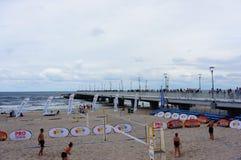 Spiaggia il giorno nuvoloso fotografia stock