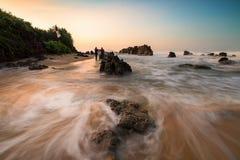 Spiaggia Indonesia di Bayah Banten Sawarna della spiaggia di Cibobos Fotografie Stock