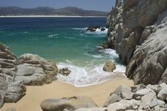 Spiaggia isolata all'estremità degli sbarchi Immagine Stock Libera da Diritti