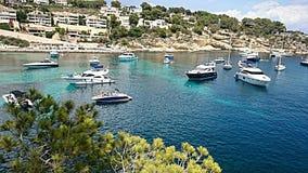 Spiaggia Mallorca di caglio dei portali di vista sul mare Fotografia Stock