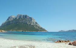 Spiaggia mediterranea. Spiaggia tipica del mar mediterraneo - area marina protetta di tavolara in sardegna stock photo