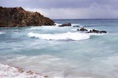 Spiaggia Mediterranea in Costa Brava, giorno tempestoso Blanes, Catalogna, fotografie stock libere da diritti