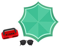 Spiaggia messa con la radio e l'ombrello royalty illustrazione gratis
