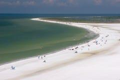 Spiaggia a mezzaluna Fotografie Stock Libere da Diritti