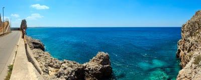 Spiaggia Montagna Spaccata, Salento, Italia fotografia stock libera da diritti