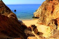 Spiaggia nascosta - costa di Algarve, Portogallo Immagini Stock Libere da Diritti